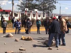 Arequipa: mineros informales vuelven a bloquear Panamericana Sur