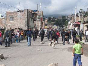 Policía restablece el tránsito tras inicio de paro de transportistas