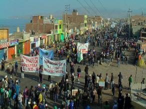 Mineros informales bloquean nuevamente la carretera en Arequipa