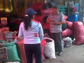 Minoristas invaden las calles aledañas a La Parada