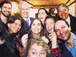 El ´selfie´ de Mario Vargas Llosa arrasa en las redes sociales