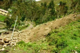 Concepción: dos huaicos bloquean carretera alterna a la Selva Central