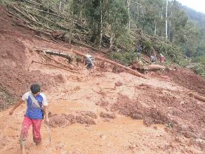 Huamachuco: decenas de vehículos varados por huaico
