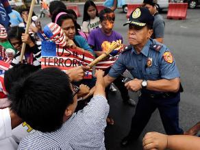 Filipinos protestan contra presencia militar estadounidense y llegada de Obama