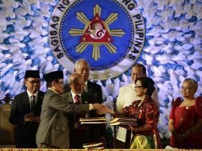Filipinas y los islamistas firman la paz tras 30 años de lucha armada