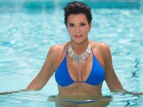 ¿Mamá de las Kardashian se desnuda?