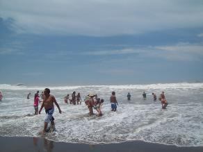 Pobladores de Ilo evacúan zonas aledañas a la playa