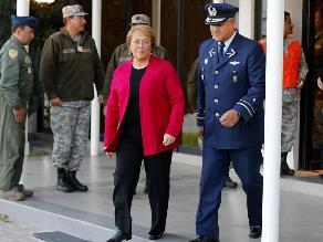 Bachelet inspecciona en Tarapacá zona devastada por el terremoto