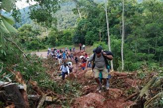Vehículos permanecen varados en carretera Yurimaguas-Tarapoto