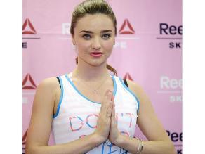 ¿La modelo Miranda Kerr es maestra de yoga?