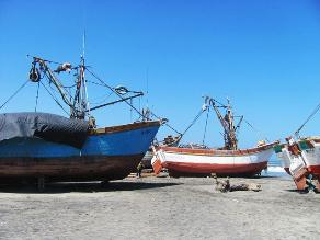 Chiclayo: pescadores no zarparan tres días por temor a fuerte oleaje