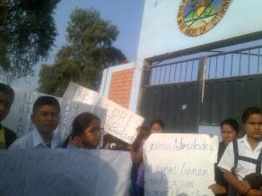 Carabayllo: Padres indignados por inasistencia de profesores a colegio