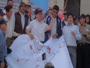 Trabajadores judiciales se desangran frente a Corte de Arequipa