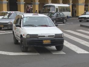 Puno: humilde madre dio a luz dentro de taxi