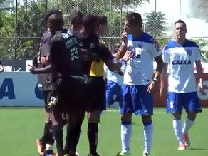 Paolo Guerrero casi se va a las manos en práctica de Corinthians