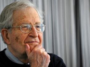 Chomsky afirma que el mercado sirve a los intereses de los poderosos
