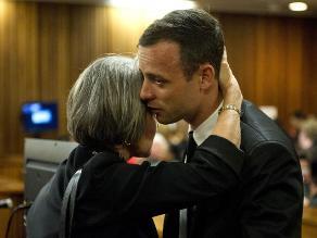 Pistorius se disculpa ante familia de su novia asesinada