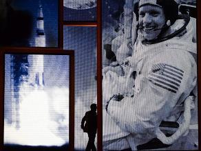Subastan lista que hicieron Armstrong y Aldrin en la Luna