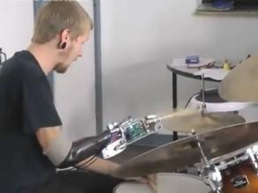 Baterista cyborg ofrece su primer concierto en directo