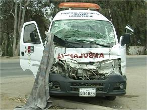 Barranca: un muerto y 5 heridos deja choque entre ambulancia y camión