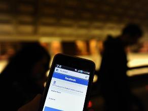 Facebook obligará a descargar su aplicación de mensajería para chatear