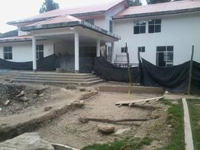Huancavelica: Alcalde exige culminación de centro de salud en abandono