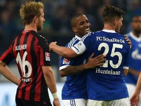Farfán anota en su regreso y Schalke gana 2-0 a Eintracht Frankfurt
