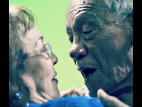 ¿Recuerda su primer beso?: Adultos mayores evocan aquella experiencia