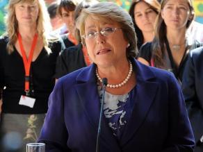 Bachelet promete apoyo a damnificados de incendio en Valparaíso