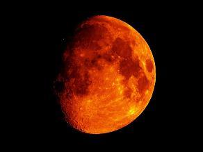 Conoce por qué la Luna se tiñe de rojo en eclipse