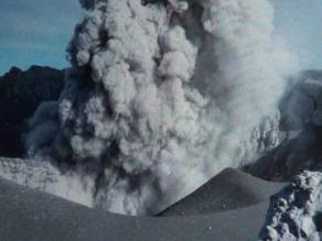 Arequipa: Elevan a alerta naranja actividad volcánica del Ubinas