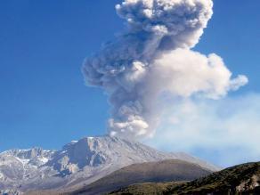 Arequipa: volcán Ubinas registra cuatro nuevas explosiones