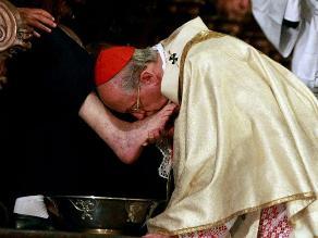 Cardenal Cipriani realiza tradicional lavado de pies por Semana Santa