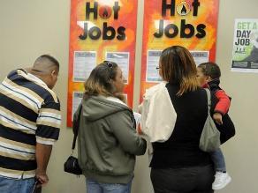 Solicitudes de seguro desempleo en EEUU crecen menos de lo previsto