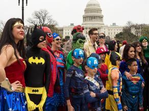 EEUU: Intentan batir récord de más personas disfrazadas de superhéroes