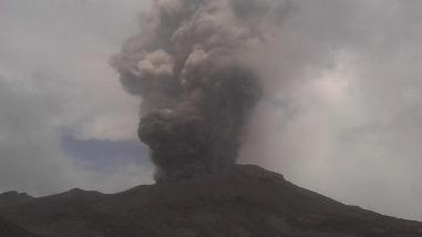Volcán Ubinas: las cenizas se dispersan hasta 40 kilómetros de radio