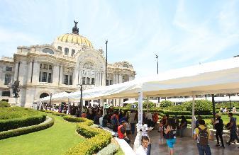 Gran expectación en Bellas Artes ante homenaje público a García Márquez