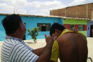 Chimbote: trabajador judicial es crucificado como acto de protesta