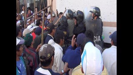 Trabajadores públicos tomaron atrio de la Catedral de Arequipa