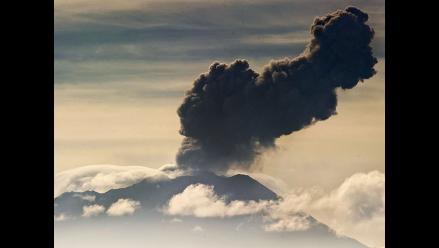 Ceniza del volcán Ubinas cayó en la ciudad de Arequipa