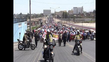 Docentes quemaron muñeco y ataúdes en Plaza de Armas de Arequipa
