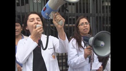 Ucayali: trabajadores de Salud se movilizan en contra de Ley Servir