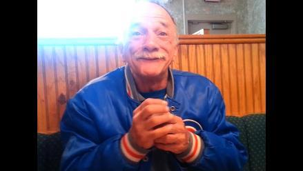 Mira la reacción de este señor al enterarse que será abuelo