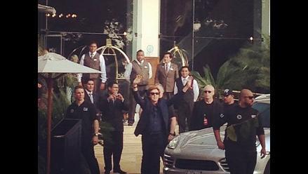¡McCartney saludó a sus fans cuando salió del hotel!