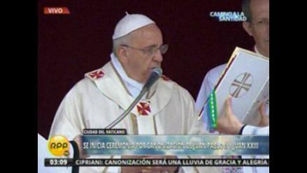 Francisco inicia misa para la canonización de Juan Pablo II y Juan XXIII