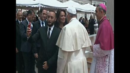 Canonización: Papa Francisco no se pudo salvar de los selfies