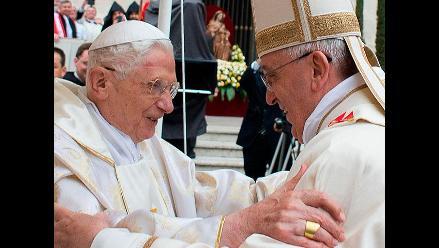 Papa Francisco y Benedicto XVI se reencuentran en canonización