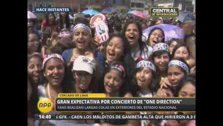 Largas colas de fans a la espera de One Direction
