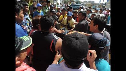 Comerciantes y policía municipal se enfrentan en Chiclayo