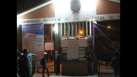 Rector de la Universidad de Huamanga se pronuncia ante toma de local